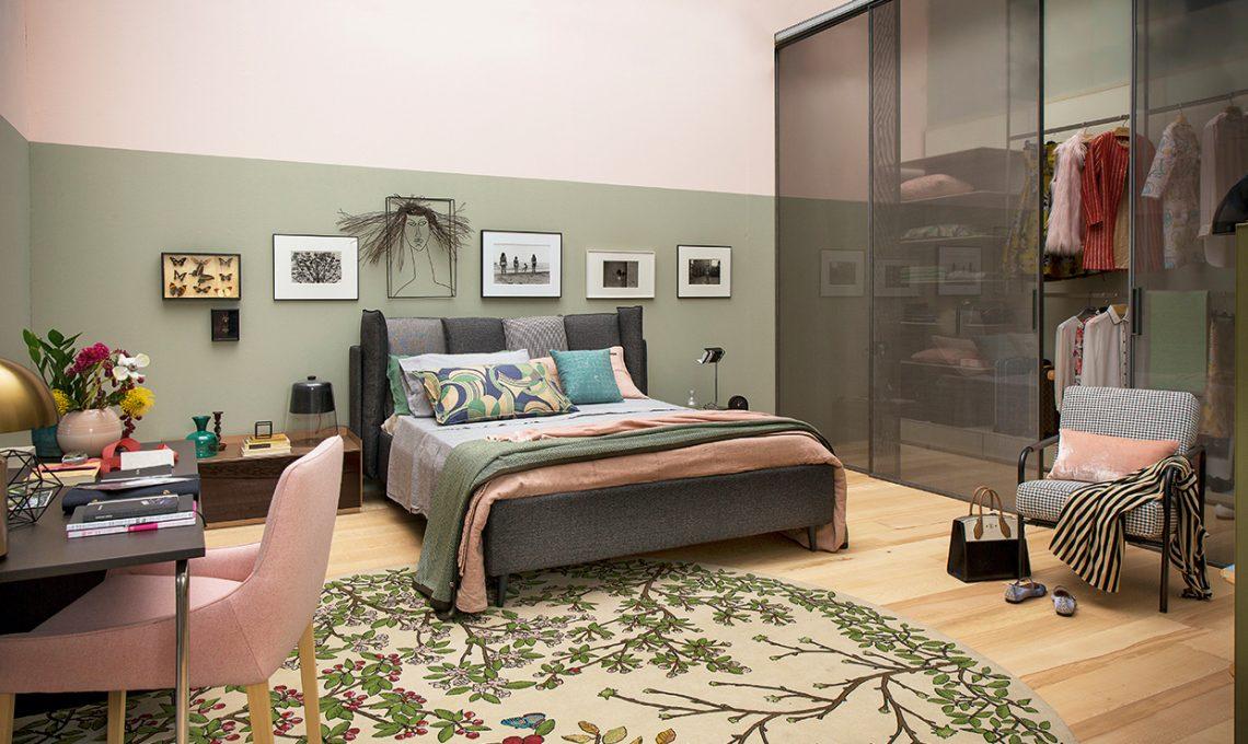Camera da letto al femminile con maxi cabina armadio for Armadi per piccoli spazi