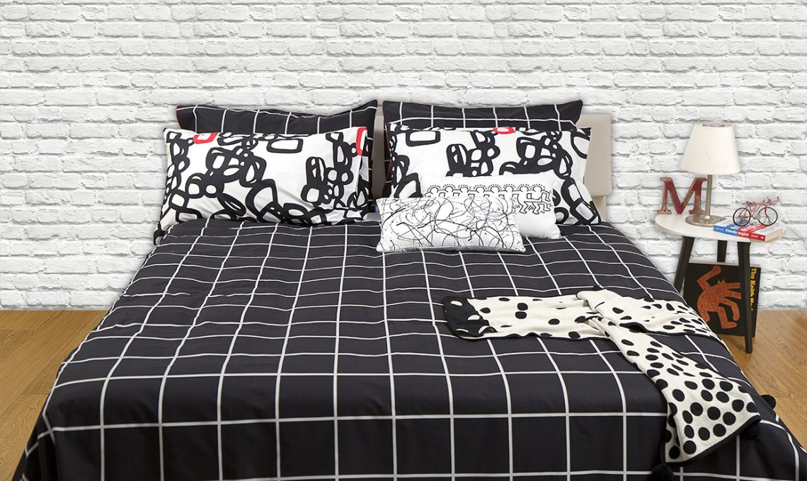 Lenzuola e non solo stile urban in camera da letto - Mobili neri camera da letto ...