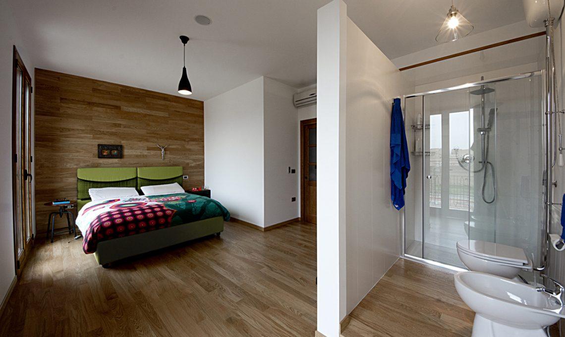 Soggiorno con cucina open e mattoni a vista effetto loft for Planimetria camera da letto