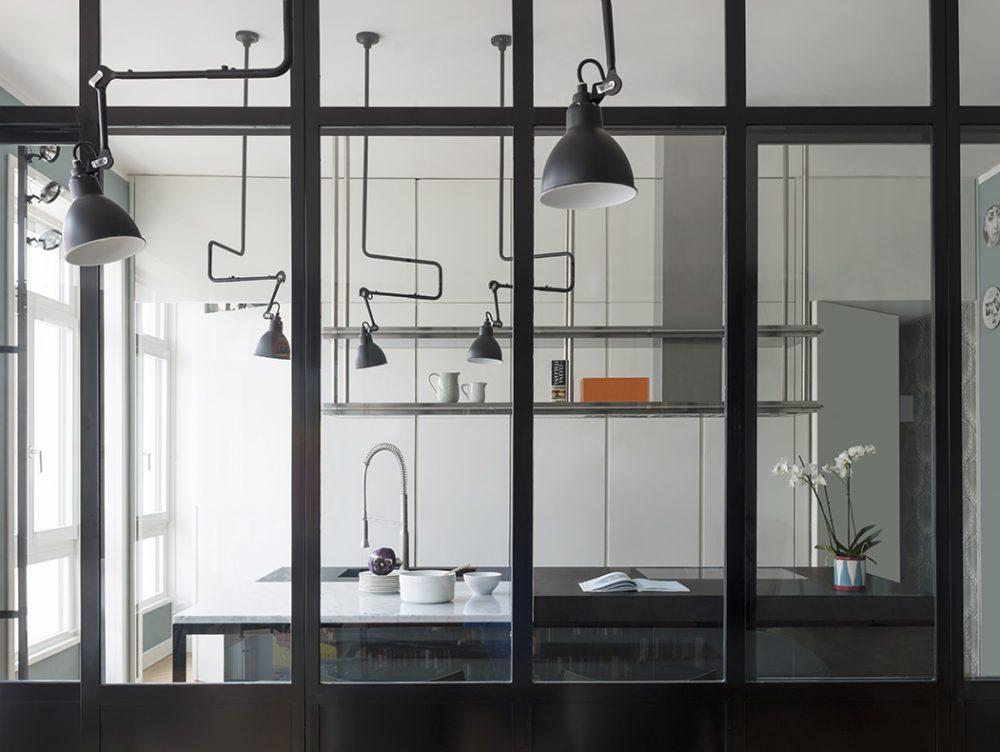 Parete vetrata: la cucina a vista diventa protagonista