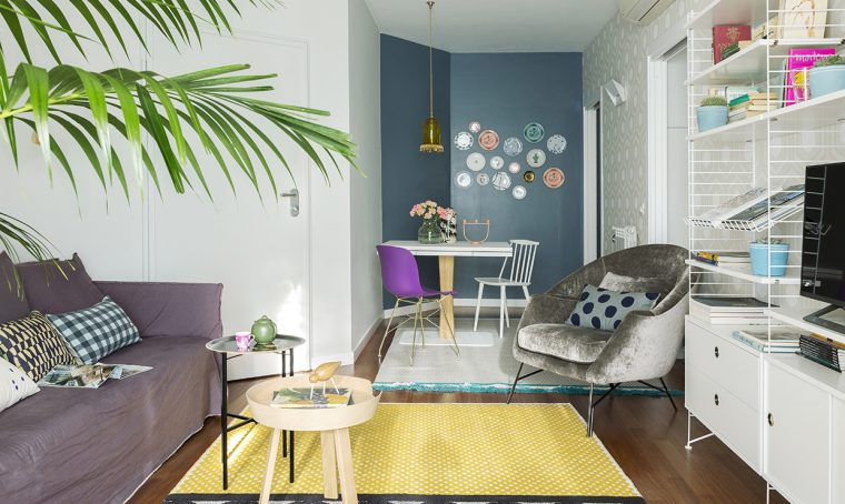 Una grande parete attrezzata la libreria si trasforma in angolo studio casafacile - Pareti colorate in casa ...