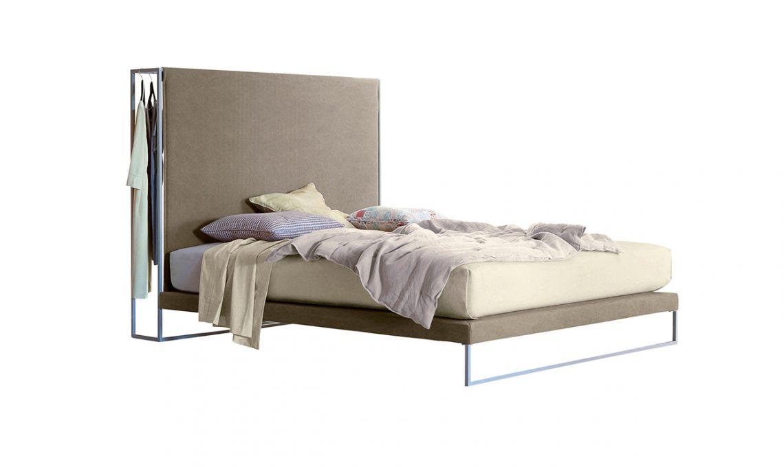 La testiera del letto ora 39 intelligente 39 casafacile - Spalliera letto con cuscini ...