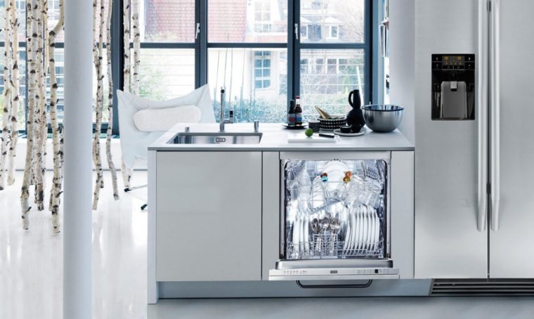 Cosa non lavare mai in lavastoviglie