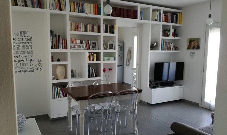 La libreria a ponte nel living