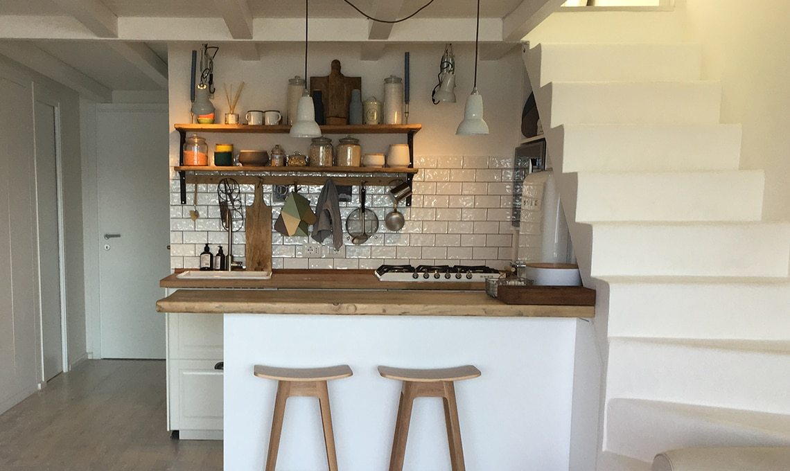 Spunti per arredare una casa al mare con cucina a vista for Arredamento casa con la a