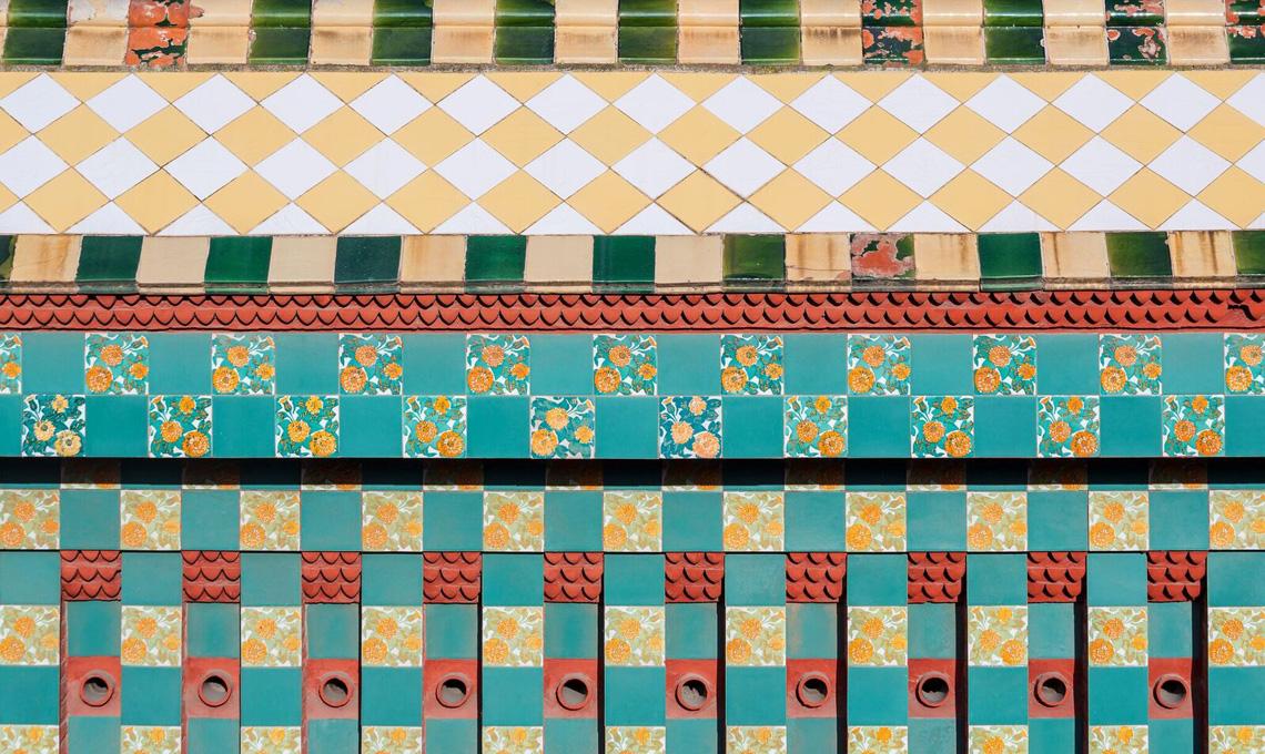 Dettagli geometrici di Casa Vincens di Antoni Gaudí a Barcellona