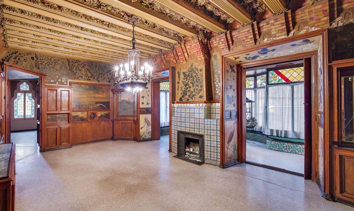 Una delle prime foto degli interni restaurati di Casa Vincens di Antoni Gaudí a Barcellona