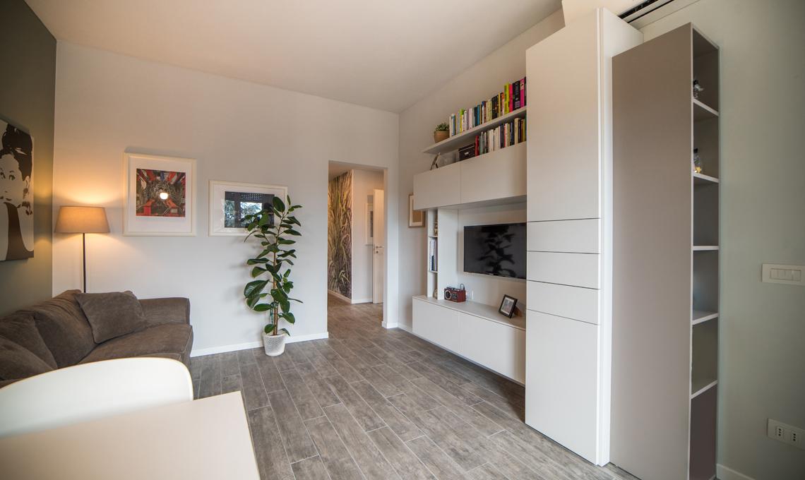 Il piccolo bilocale di 45 mq diventa una casa luminosa e for Progetti per ristrutturare casa