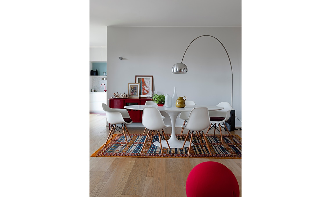 Mobili Di Design Famosi : Un appartamento moderno arredato con mobili di famiglia e di