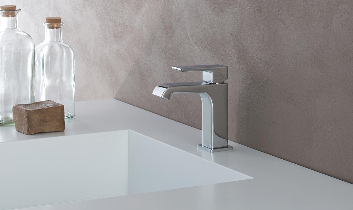 Idee per arredare un bagno classico casafacile - Arredare il bagno spendendo poco ...