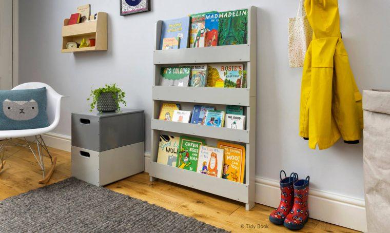 Librerie e tappeti per arredare la cameretta