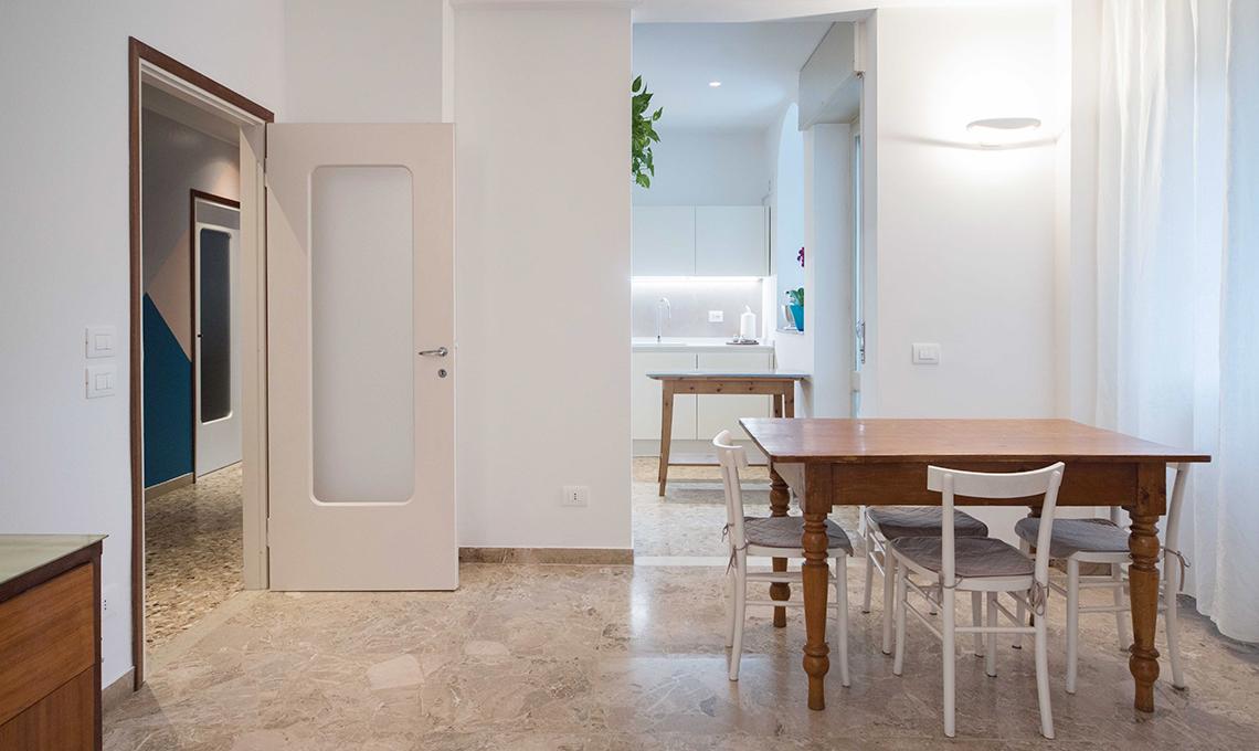 Pavimento in graniglia in una casa moderna casafacile for Arredare una casa moderna