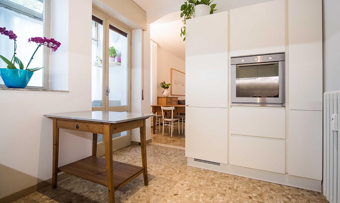 Pavimento in graniglia in una casa moderna casafacile for Casa moderna progetti