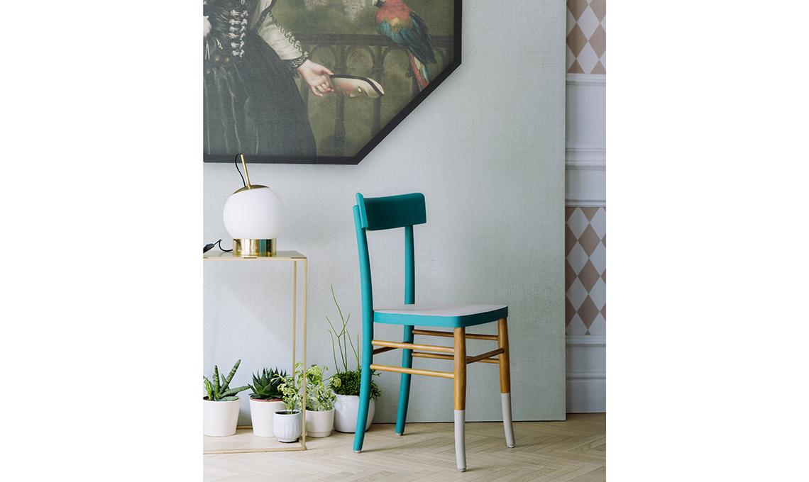 Rinnova una sedia con pi colori casafacile for Decorare sedia legno
