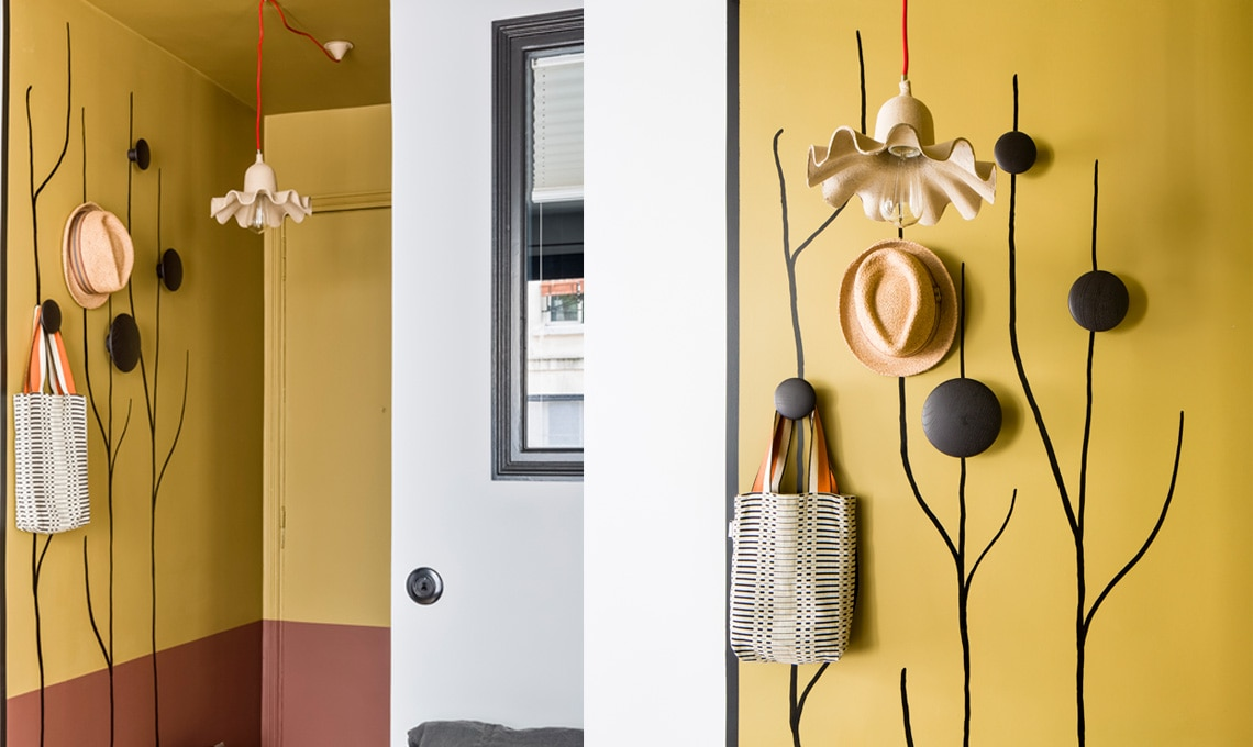 Sperimenta soluzioni creative, per rendere gli accessori appesi al muro veri protagonisti dell'ambiente [foto Tripod Agency]
