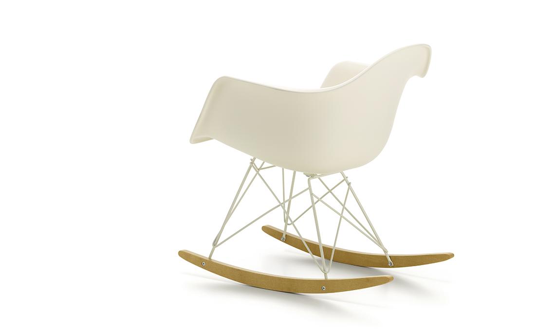 Vitra Sedia A Dondolo Eames Plastic Armchair Rar : Vitra va in bianco: scopri le limited edition di design casafacile