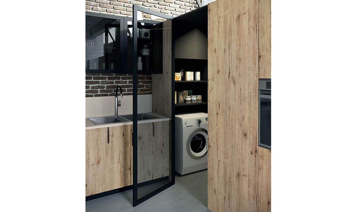 La 39 cabina armadio 39 che sfrutta l 39 angolo in cucina - Armadio dispensa cucina ...