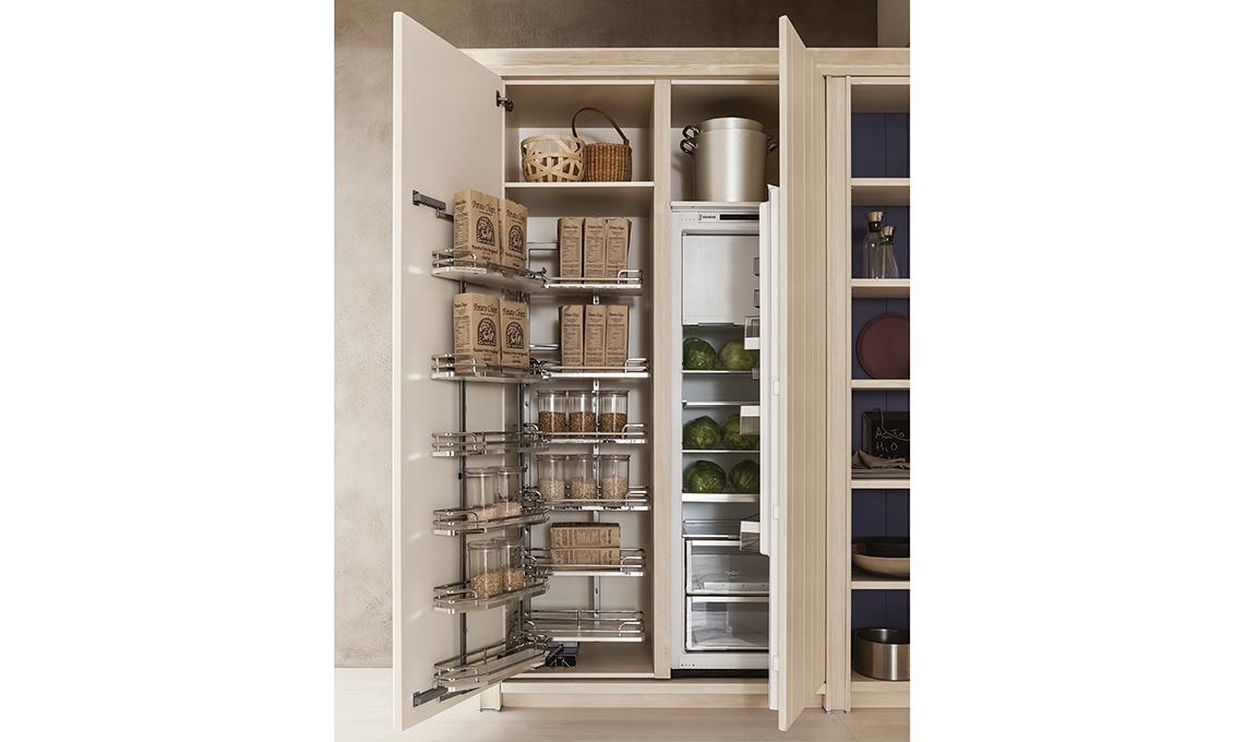 L 39 armadio salvaspazio per la dispensa casafacile for Armadio dispensa cucina