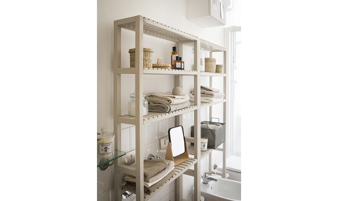 4 idee per trasformare i mobili ikea pi classici casafacile - Ikea scaffali bagno ...