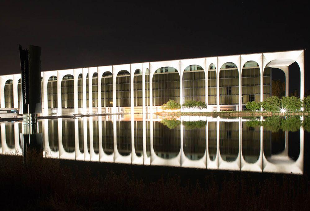 La nuova illuminazione di palazzo Mondadori