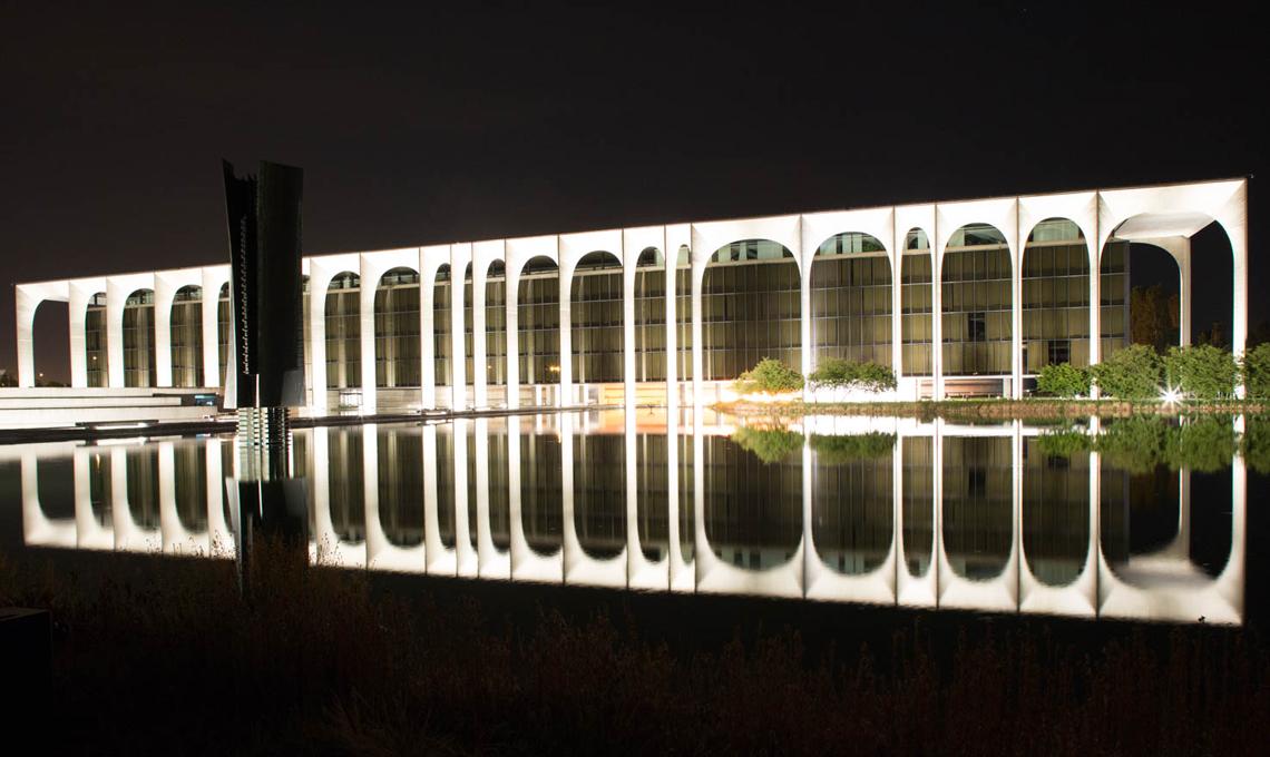La nuova illuminazione di palazzo mondadori casafacile