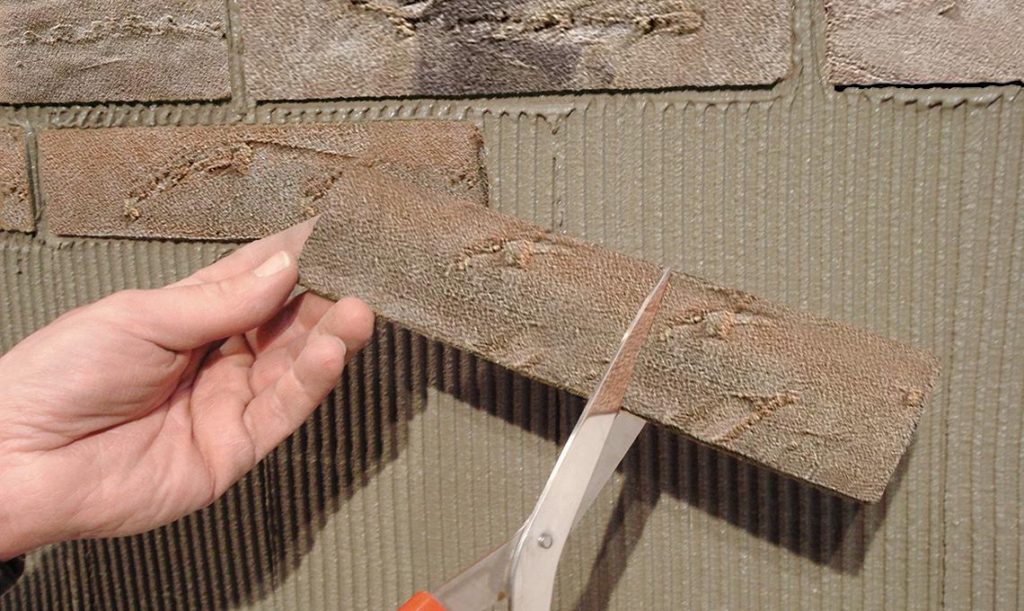 Come tagliare le piastrelle con un tagliapiastrelle fai da te