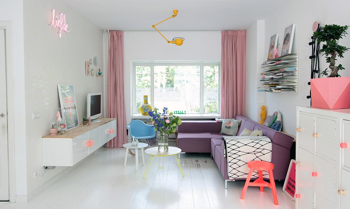soggiorno divano viola