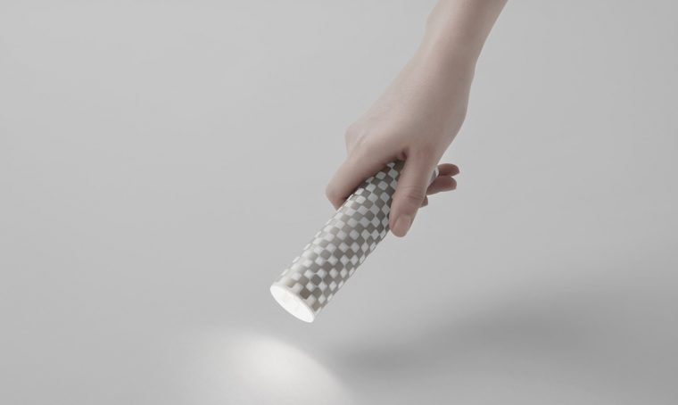 Il foglio di carta che si trasforma in torcia