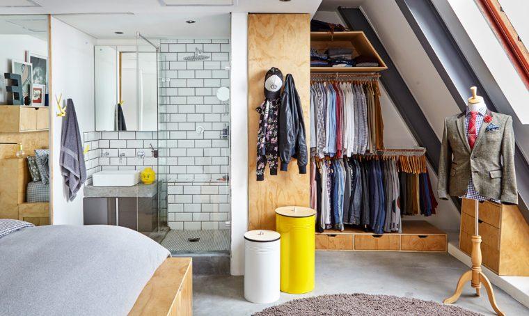 Appendi i vestiti a vista, in modo ordinato e sfrutta lo spazio con mobili su misura [foto Living Inside]