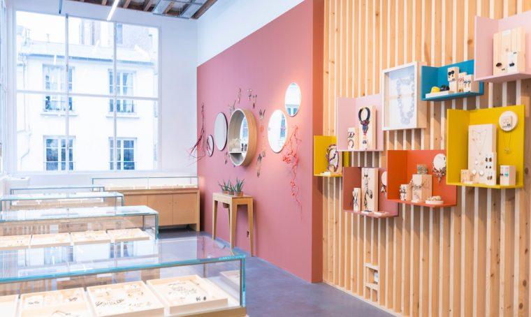 L'interno del negozio Empreintes di Parigi è un'esposizione che cambia ogni tre mesi e mette in mostra il meglio dell'artigianato francese