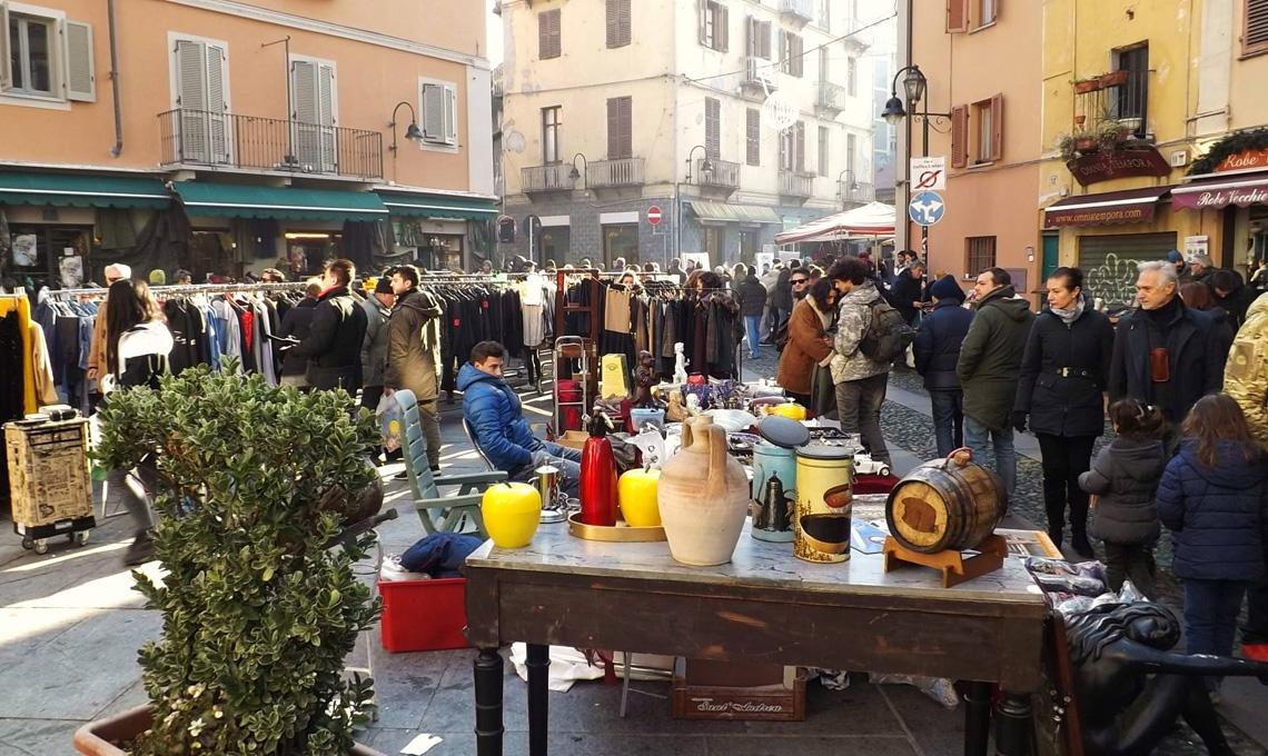 Guida ai migliori mercatini delle pulci in italia casafacile - Casa delle lampadine torino ...