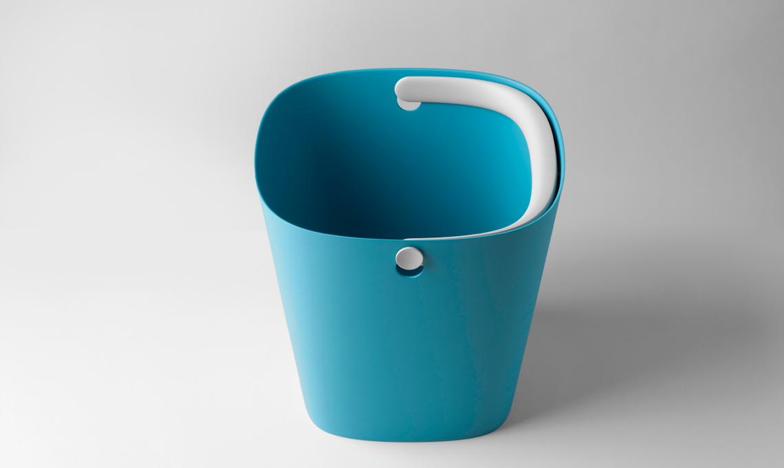 Linee ben studiate e materiali di qualità per rinnovare un oggetto semplice come un secchio (Robert Bronwasser per Concept)
