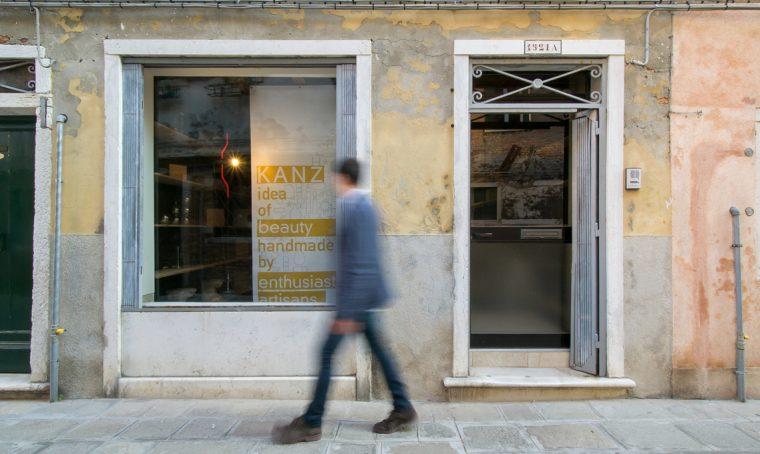 Uno studio / laboratorio con vetrina nel cuore di Venezia