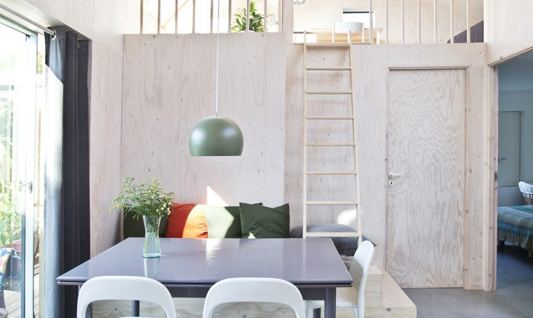 Una casa moderna e funzionale interamente rivestita di legno