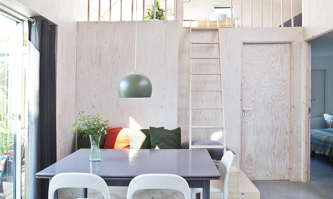Una casa moderna e funzionale interamente rivestita di - Idee casa moderna ...