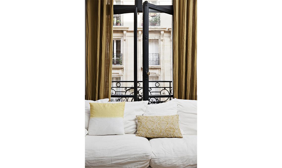 Tende eleganti per soggiorno 24 idee chic casafacile - Mobili da anticamera che riflettono ...
