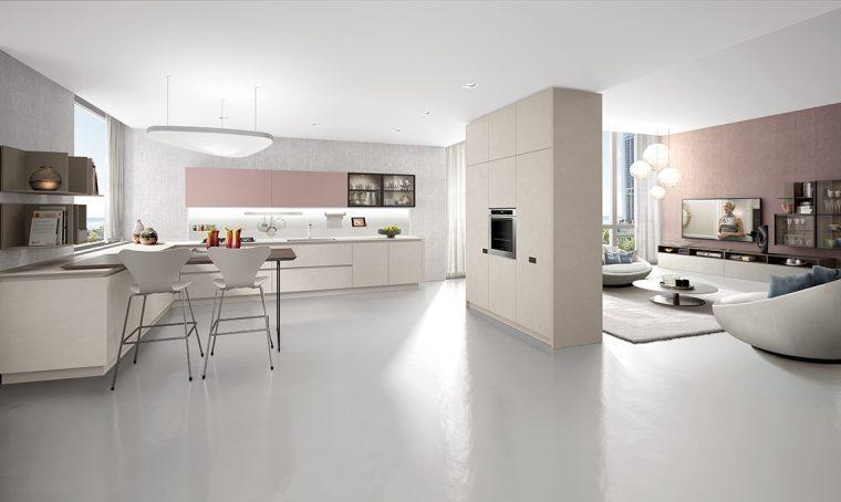 Dividere cucina e soggiorno con mobili a colonna