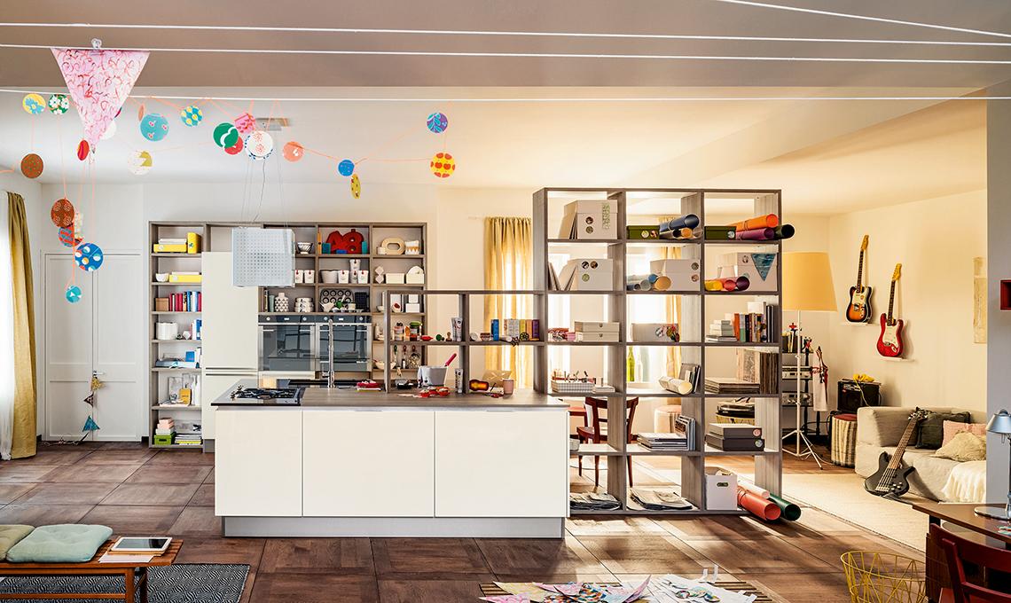 La libreria multifunzione per la cucina a vista casafacile - Libreria per cucina ...