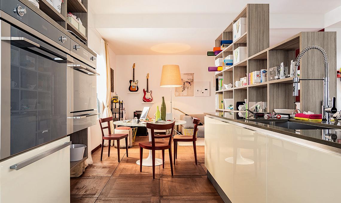 cucina a vista sul living