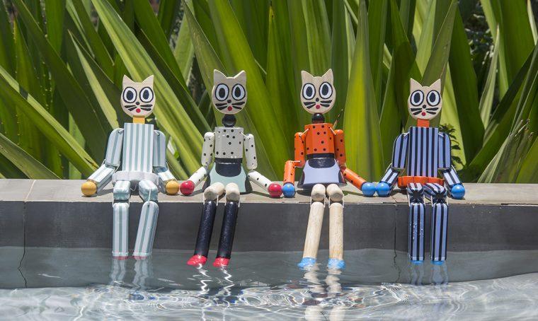 Visitors: le marionette in legno dipinto di Marni che fanno beneficenza