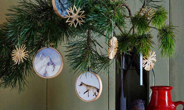 I mini telai da ricamo diventano decorazioni per l'albero di Natale