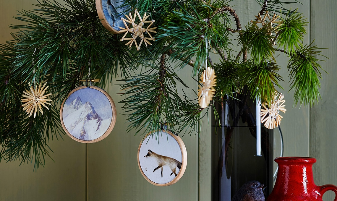 I mini telai da ricamo diventano decorazioni per lalbero di Natale ...