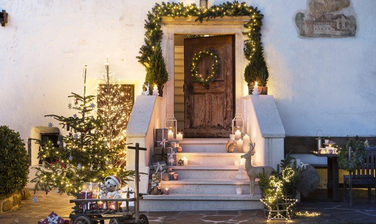 ingresso addobbato a Natale