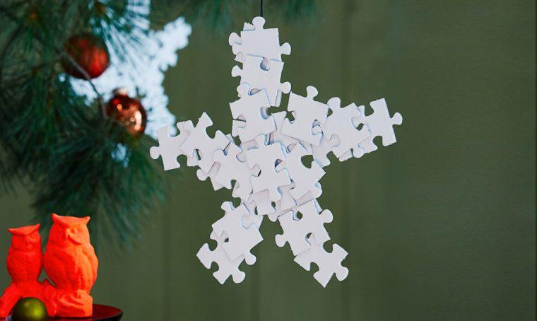 Ricicla le tessere dei puzzle e trasformale in fiocchi di neve fai-da-te