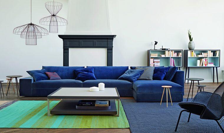 Divani, poltrone, lampade e tavolini: 25 accessori di design per la casa