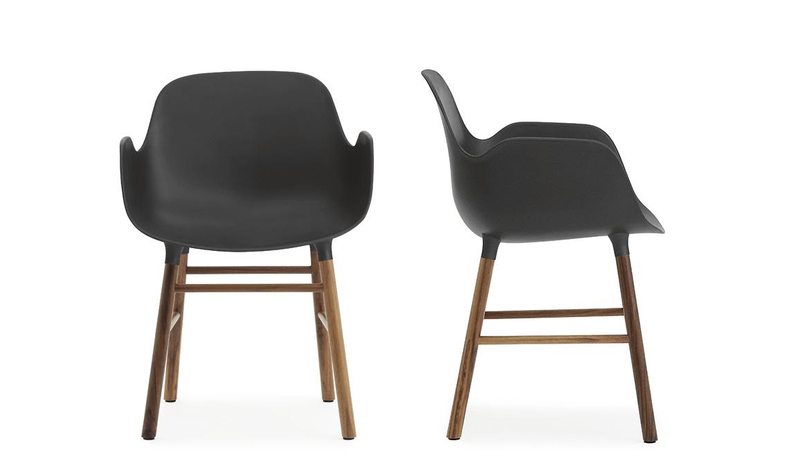 sedia nera e legno