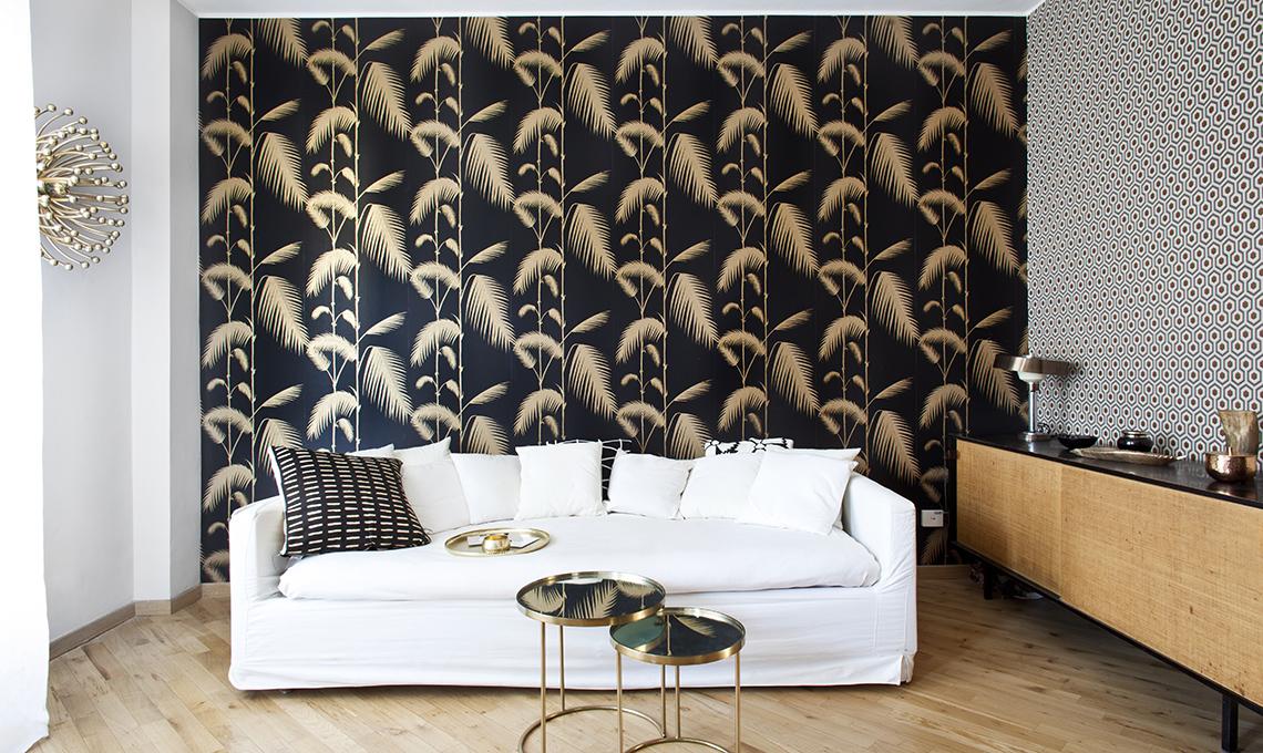 Arredare una mini casa in nero e oro casafacile - Carta da parati soggiorno ...