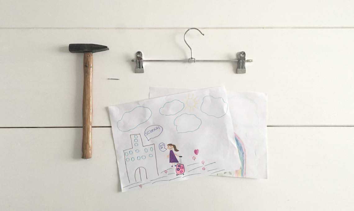 Armadio Disegno Per Bambini : Modi per appendere i disegni in cameretta casafacile