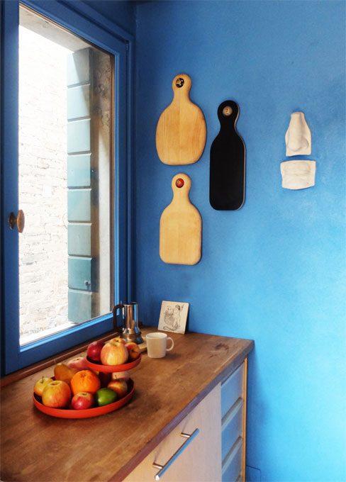 CASAfacile Kanz architetti cucina blu taglieri