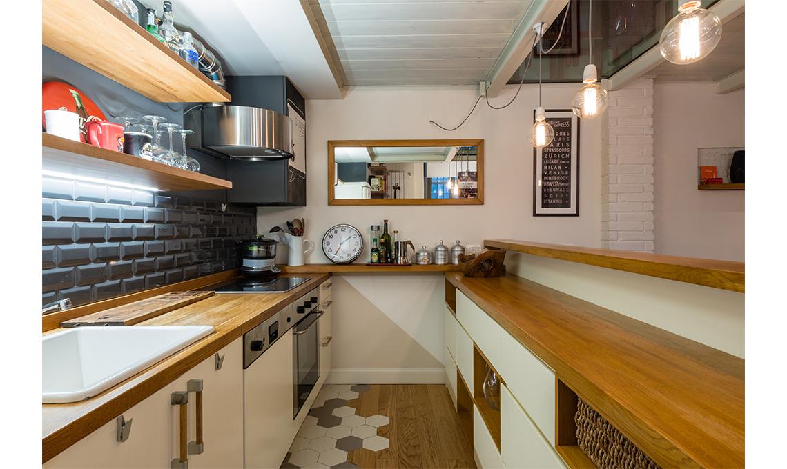 Restyling di un appartamento con soppalco casafacile - Cucina con soppalco ...